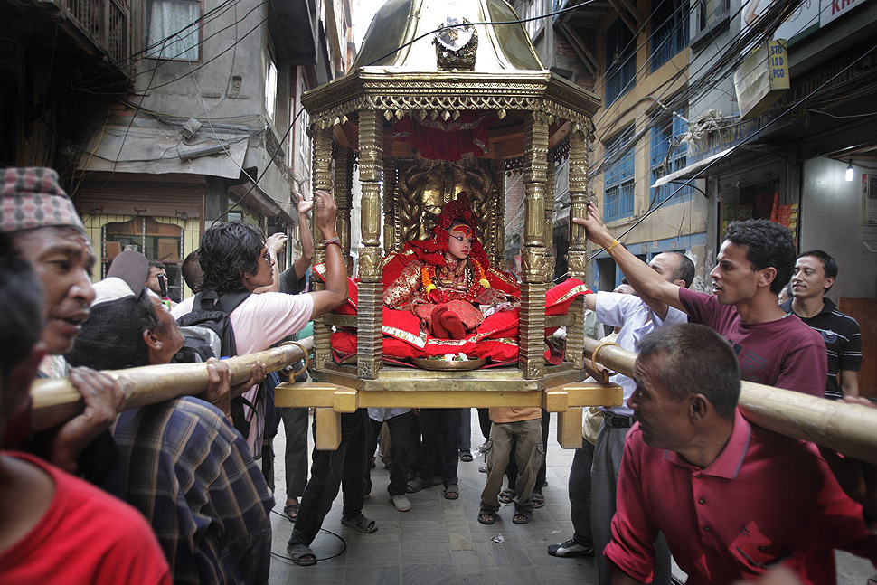 Living Goddess Kumari goes on a pilgrimage in Kathmandu August 26, 2010. The Kumari, a young pre-pubescent girl who is a manifestation of a Goddess, is worshipped by both Hindus and Buddhists in Nepal. The Kumari emerges from her temple only about 12 times a year for religious occasions. REUTERS/Gopal Chitrakar (NEPAL - Tags: RELIGION SOCIETY IMAGES OF THE DAY)